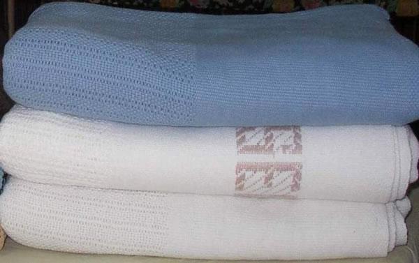 white flokati area rug