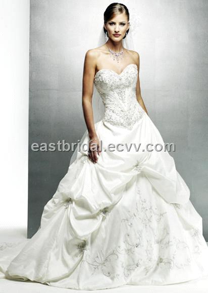 Sweetheart Strapless Chapel Length Train White Formal Bridal Gown Dfwd0020