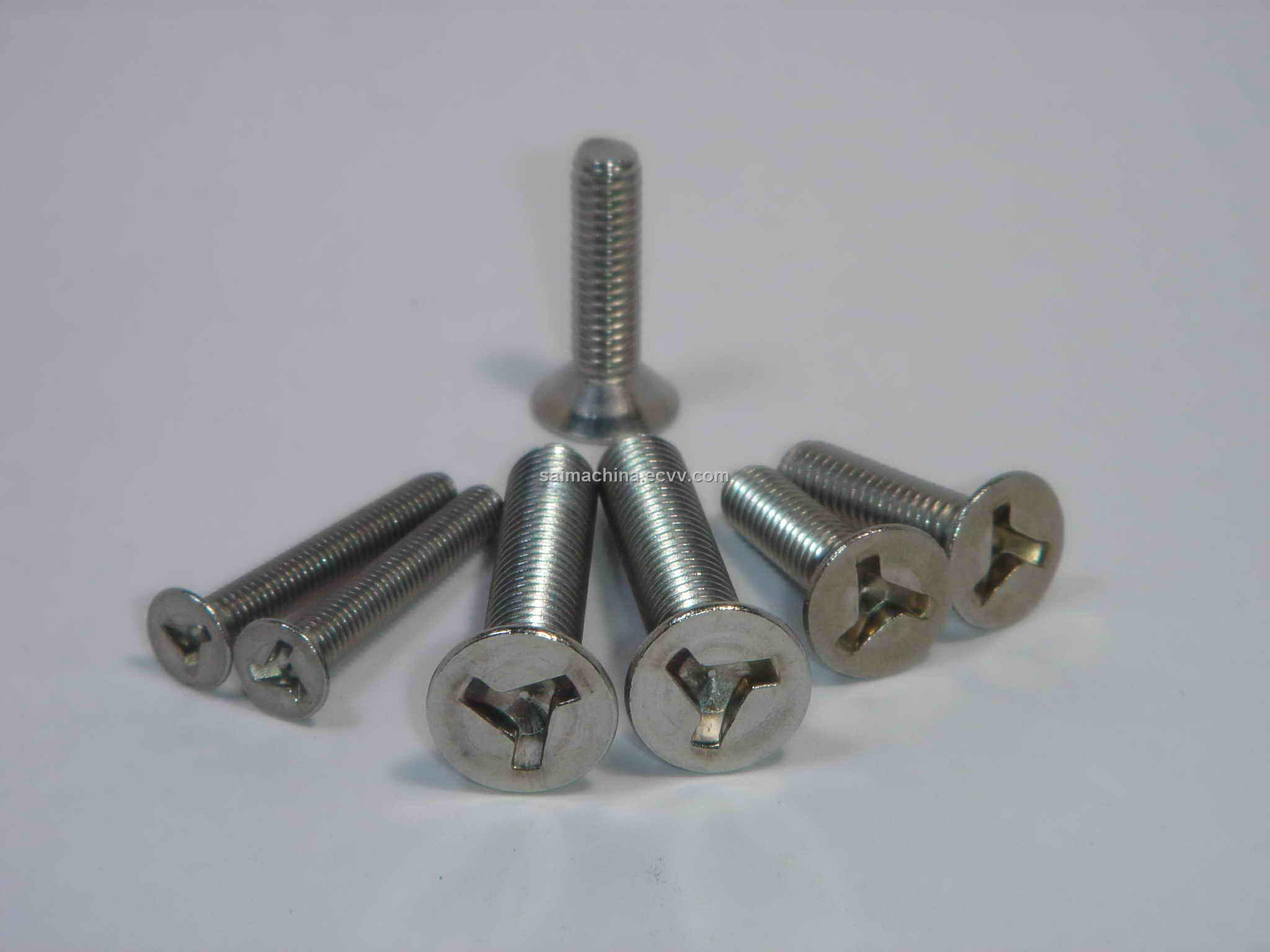 Screw with three slots