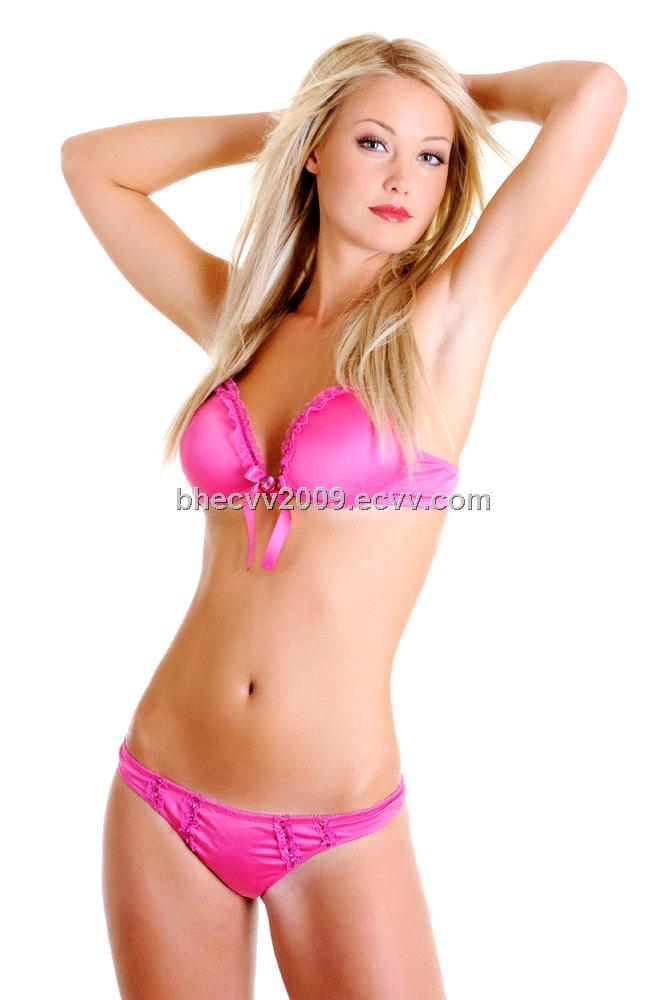 Стройная девушка в розовом белье 3 фотография