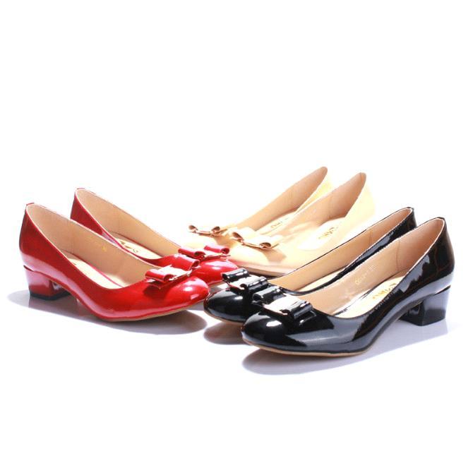 Women shoes online. Designer sandals for women