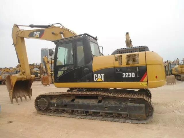 Used CAT 23t crawler excavator CAT 323D