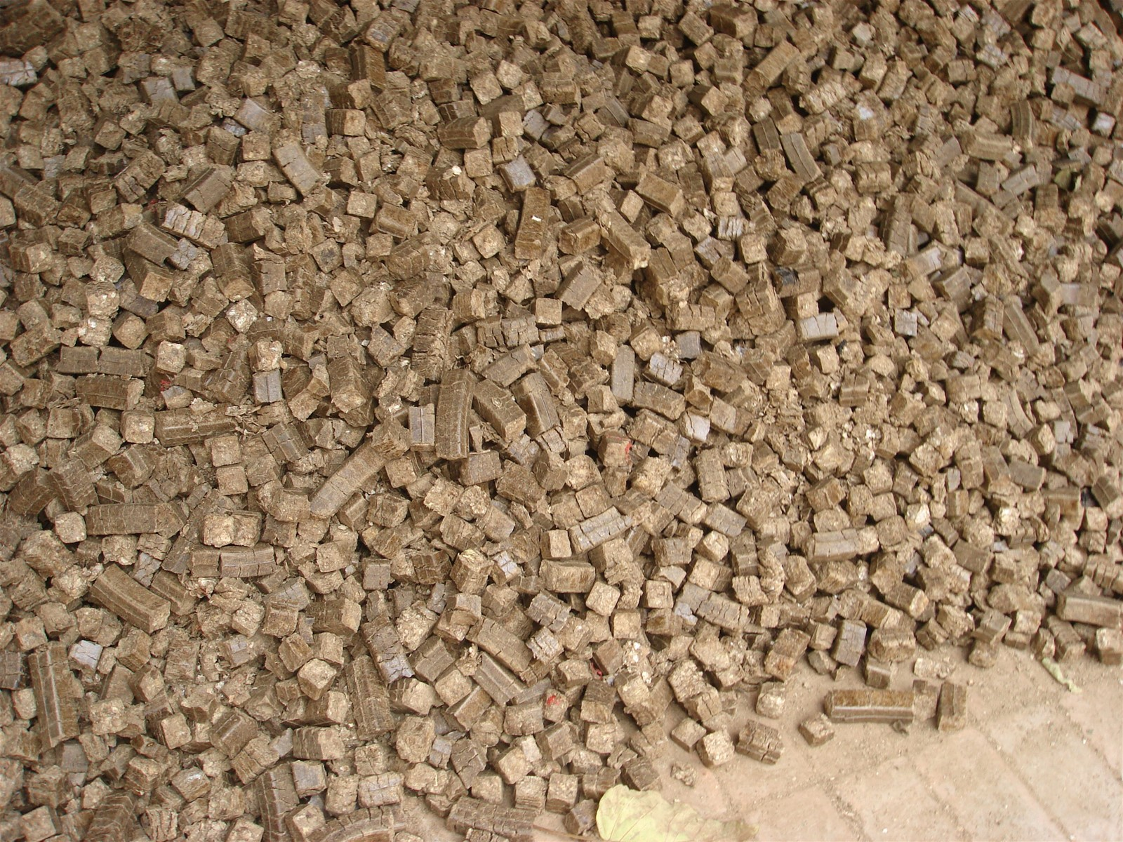 Wood Sawdust Briquettes ~ Wood sawdust rice coffee husk alfalfa briquettes machine