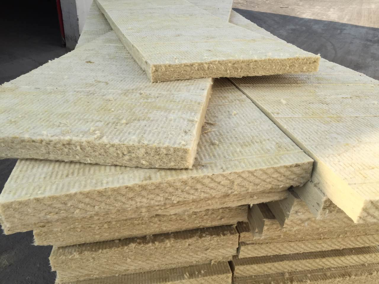 Good quality china factory cheap with wire mesh mineral for Mineral wool blanket