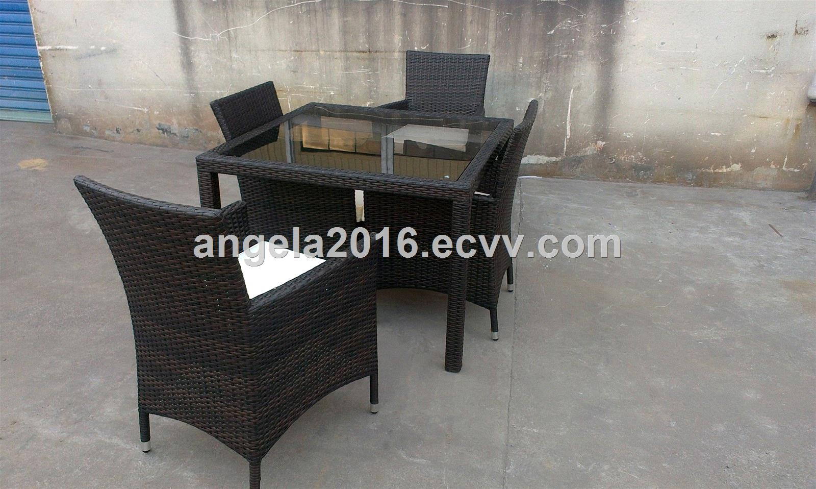 Rattan dining table set with glass black rattan chair