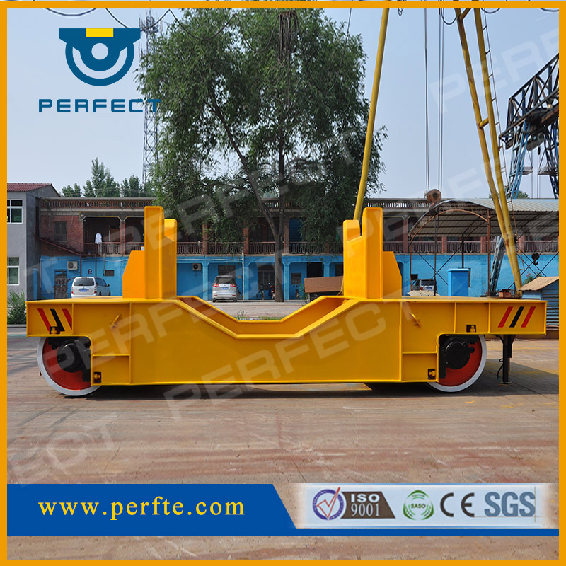 Storage battery driven rail die material transfer cart with turning function