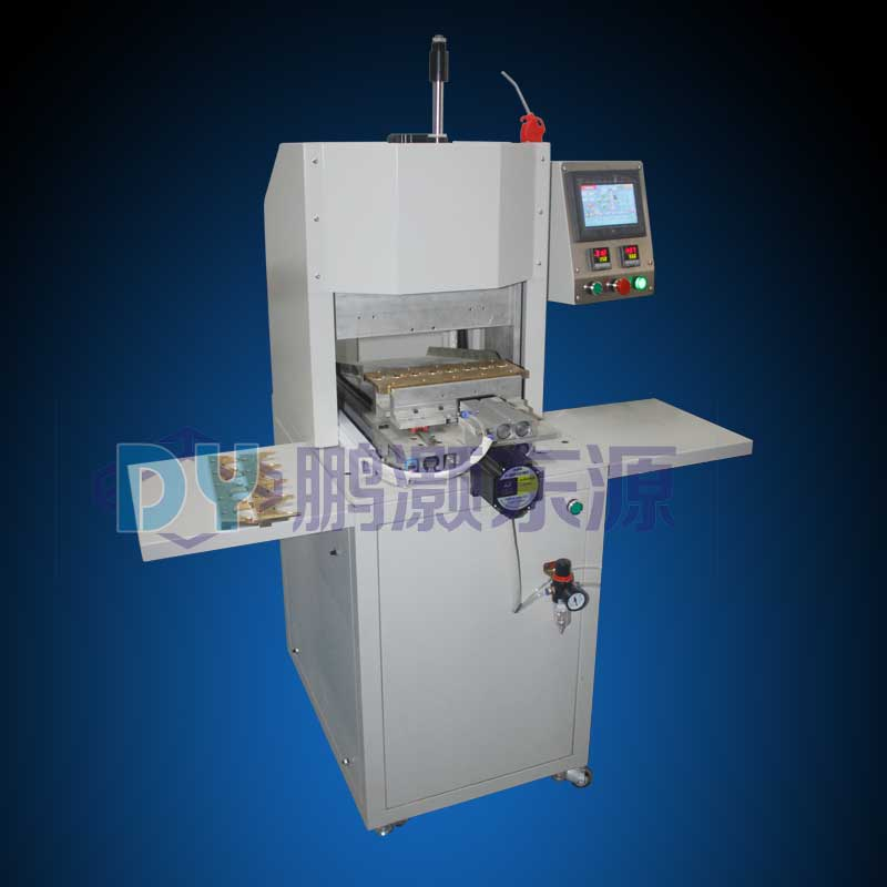 Makeup brush forming machine for production