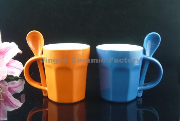 Ceramic stoneware coffee mug with spoon