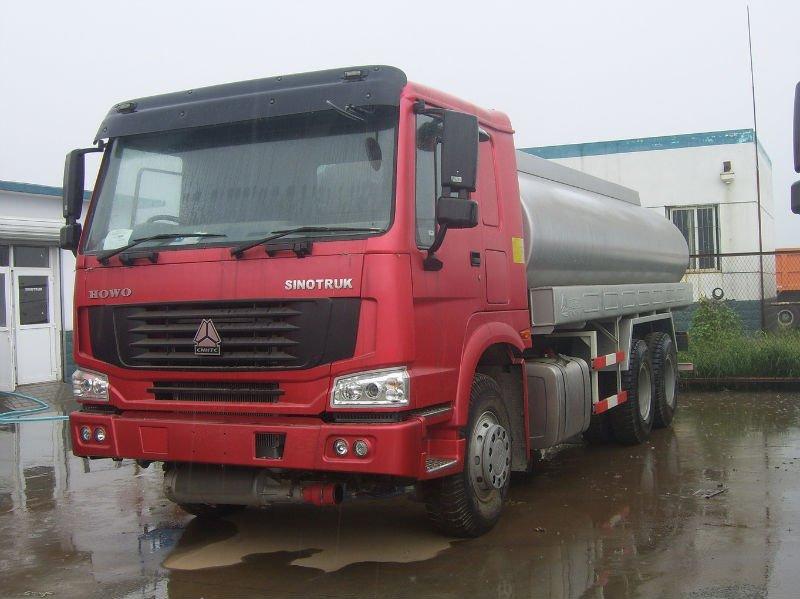 HOWO 4x2 16M3 sprinkler truck ZZ5207M3217N