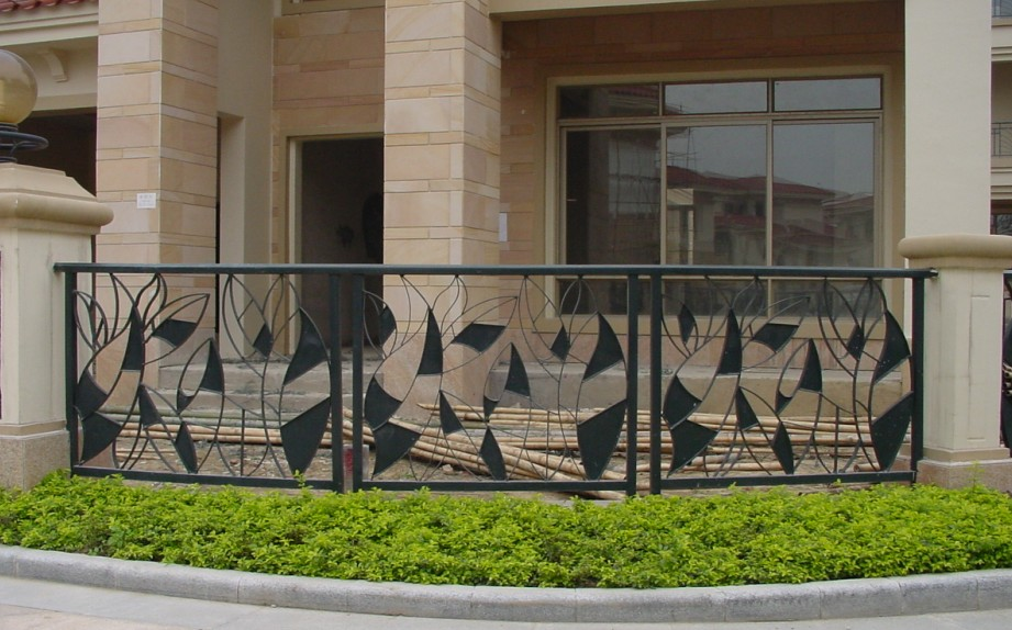Hot sale hand made wrought iron fence EBF208 high quality fencing garden fence