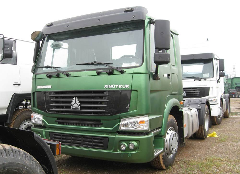 SINOTRUK HOWO 4X2 TRACTOR TRUCK 290HP Prime mover loading 4050t
