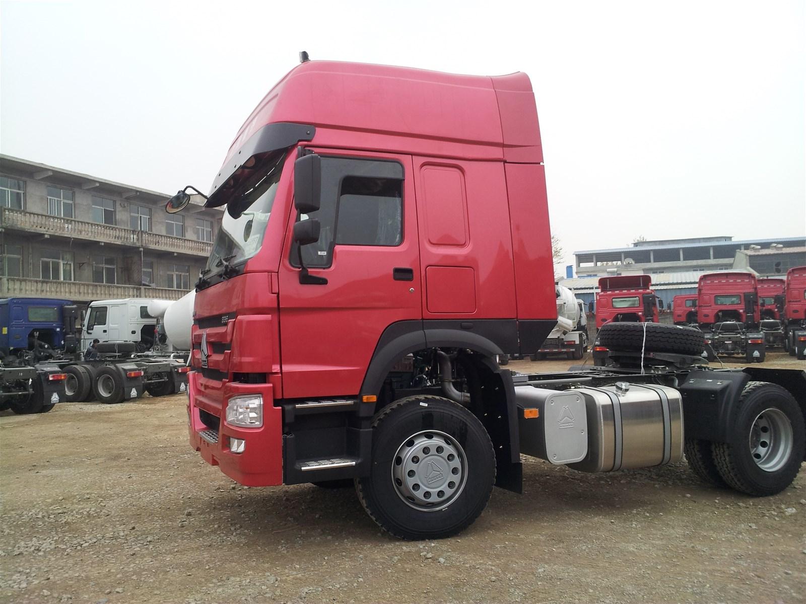 SINOTRUK HOWO 4X2 TRACTOR TRUCK 290HP ZZ4257S3243V