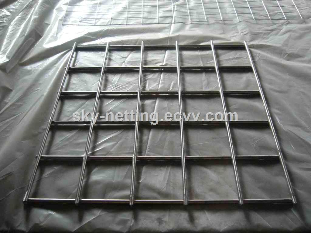 Israel 570450 mm black welded wire mesh fence panel