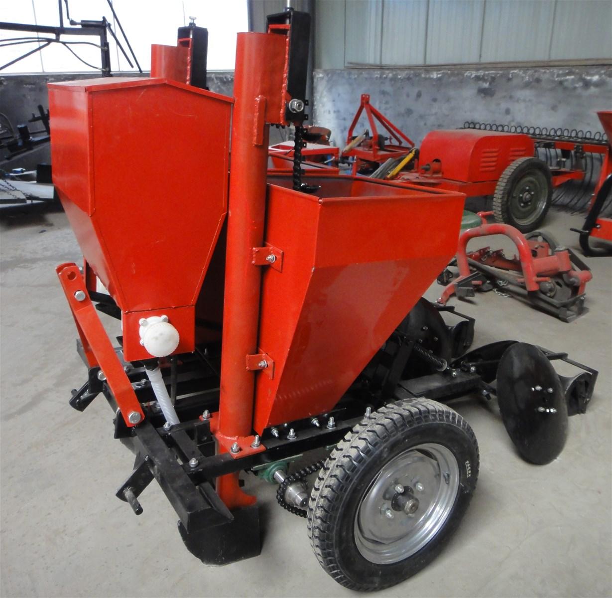 2 rows Potato Seeder tractor usage potato planter