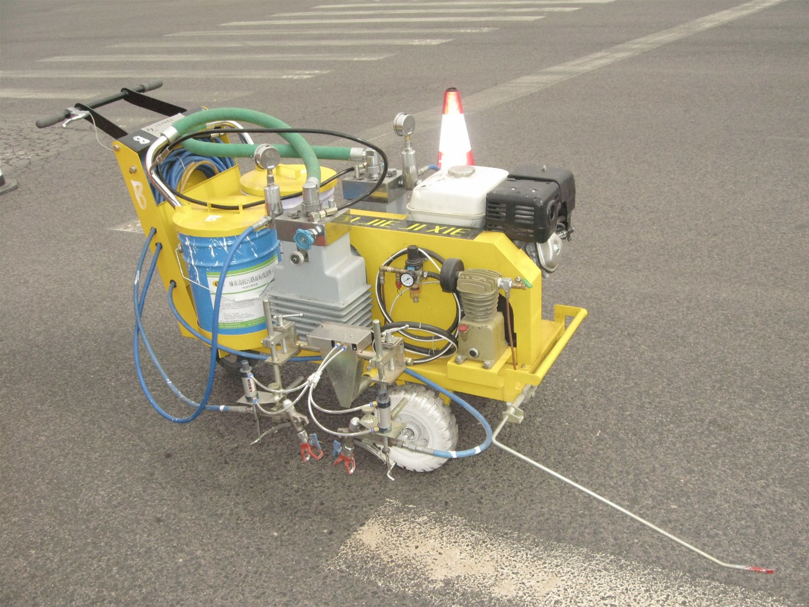TwoComponent Hand Pushed VehicleMounted Cold Paint Marking Machine