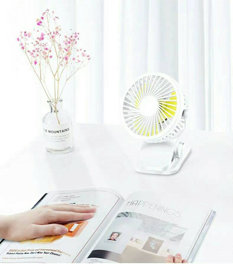 Cooling Fan Its Very Suitable for You to Study Work In the Desk on Summer