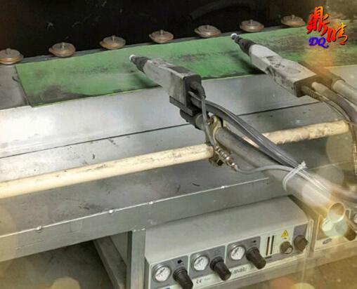 Automatically sprayed on the rail chain