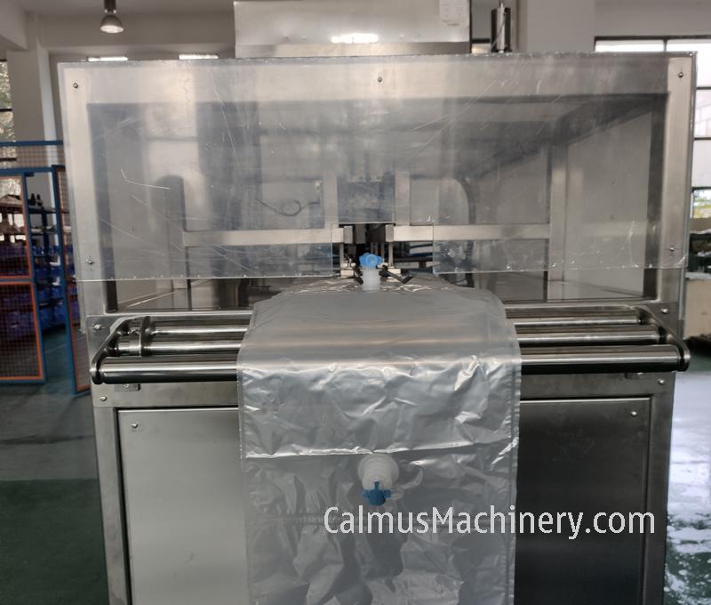 Bag Feeding of Fully-automatic BIB Bag Filler Bag in Box Filling Machine