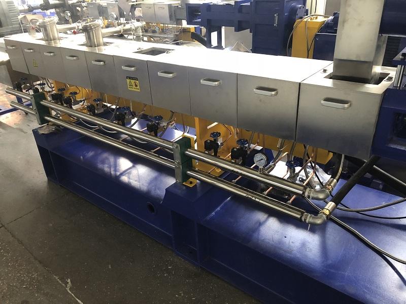PET bottle flakes scraps recycling twin screw extruder pelletizing granulating machine