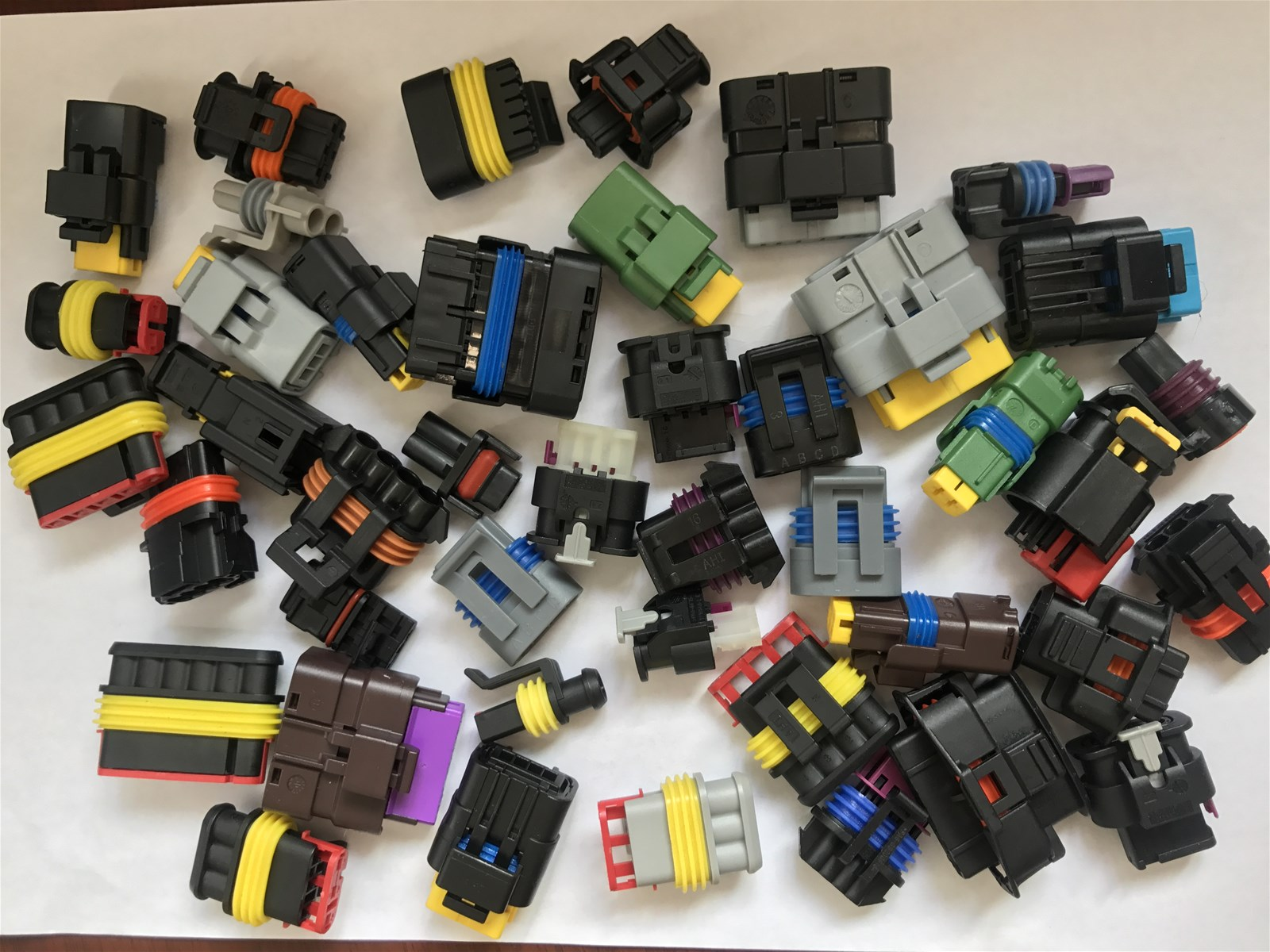 Vehicle fuse electrical waterproof cable plug car connector 9pins