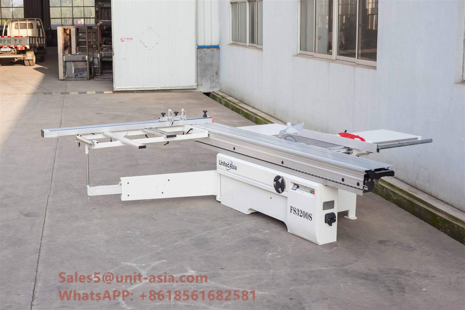 Qingdao Precision Cheap Price Auto Wood cutting Sliding Table Machine For Woodworking