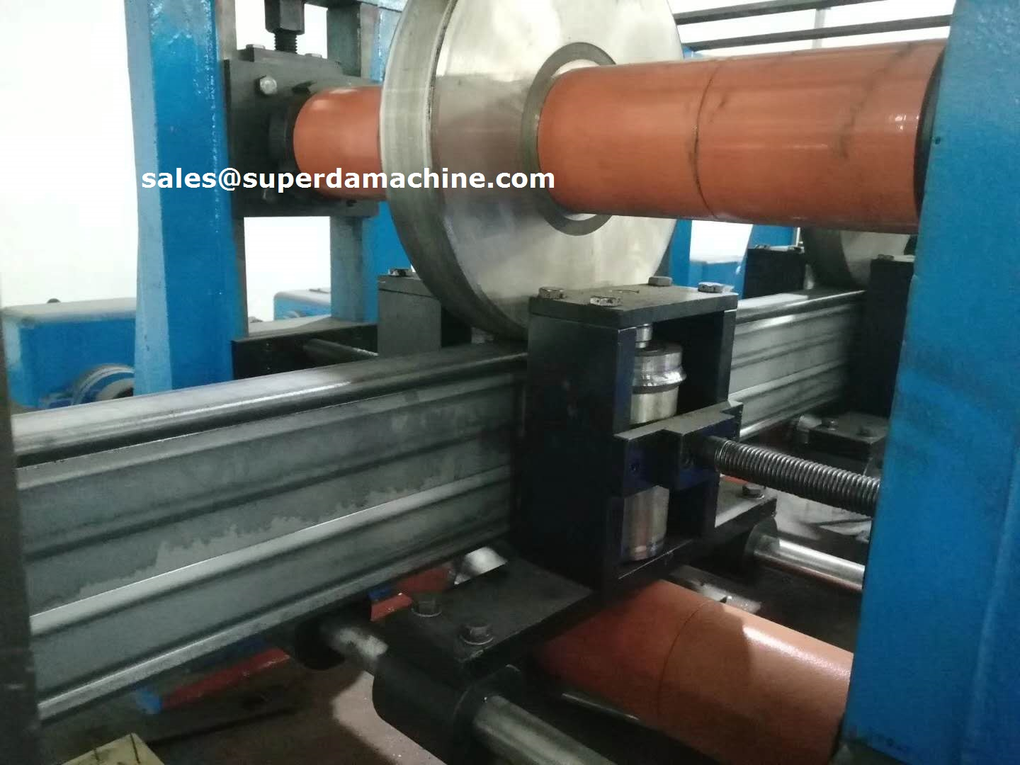Box beam roll forming machine for racking system logistic pallet