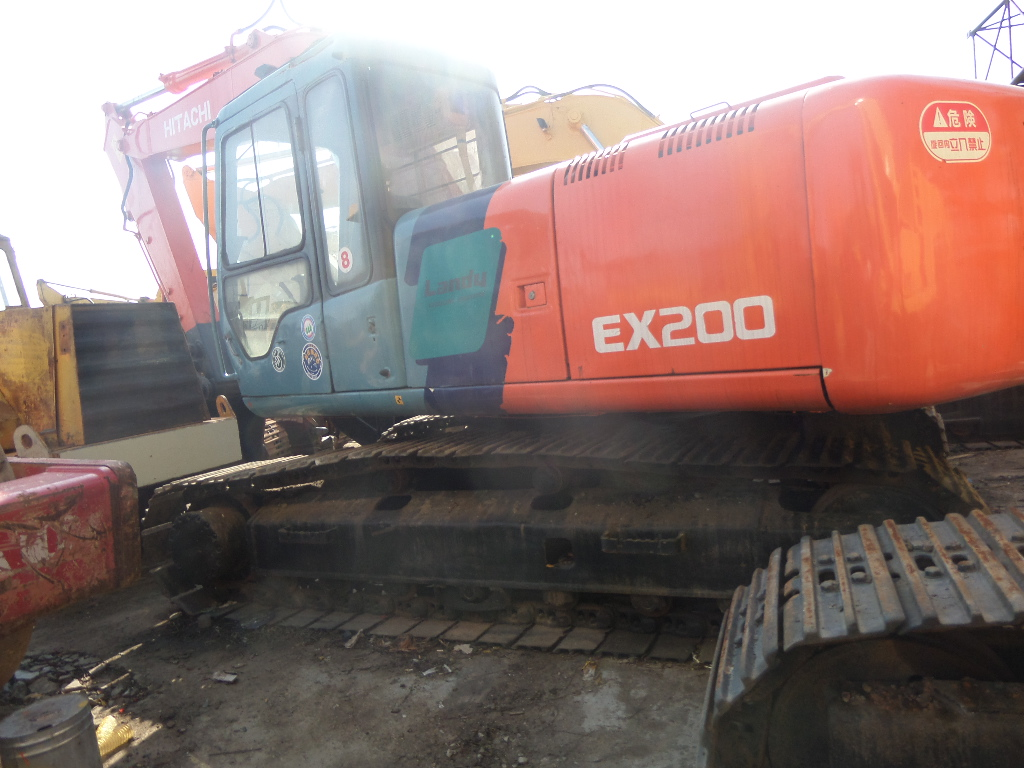 Low price Cheap original Hitachi EX200 crawler excavator on sale in Shanghai