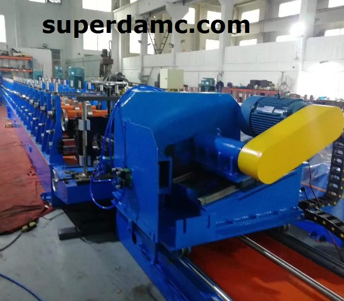 Steel roll forming machine for box beam