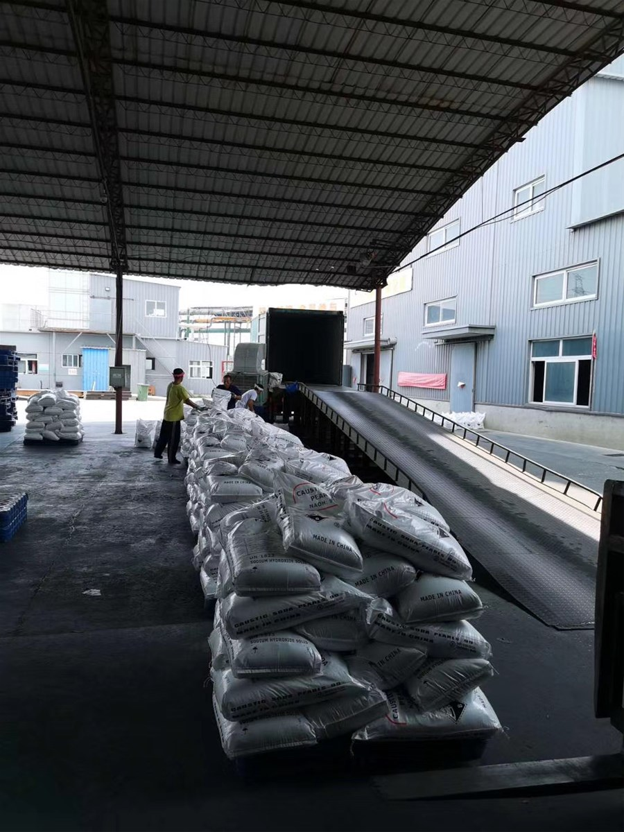 99 caustic soda flakes from China manufacture