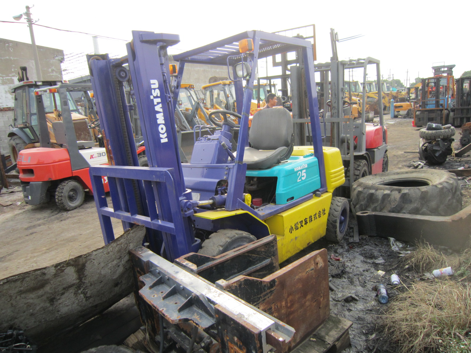 Cheap and Fine Second Hand Diesel mini forklift 25t KOMATSU FD25 wide hot sell