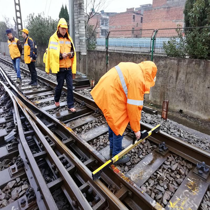 Digital track gauge for meausring rail gauge superelevation checkrail