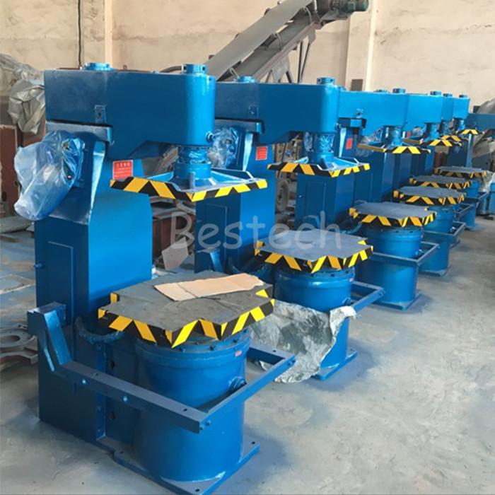 Jolt squeeze green sand molding machine