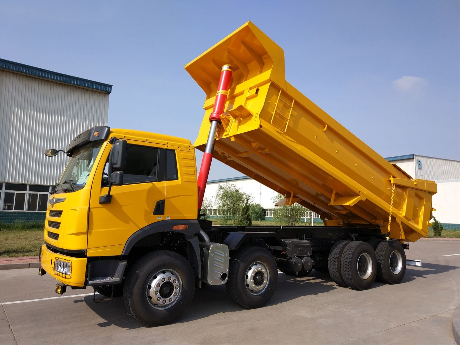 SINOTRUK HOWO 84 DUMP TRUCK 40T IN STOCK The configuration can be replaced on demand