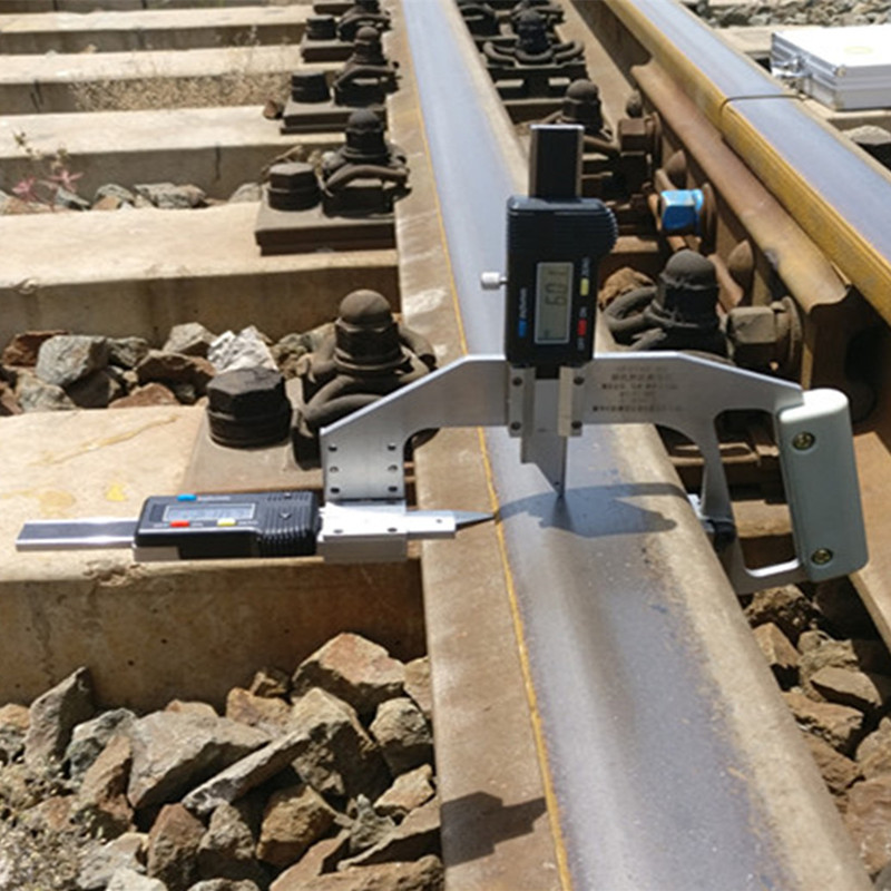 Digital rail wear gauge for measuring rail head lose
