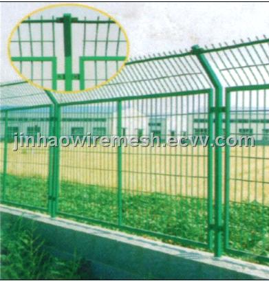 Road wire mesh fence