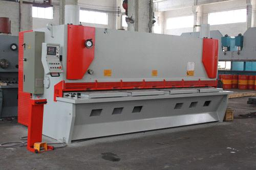 Steel Cutting Equipment : Hydraulic guillotine sheet metal machine