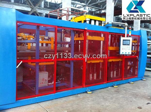 In-Line Vacuum Forming Machine / Vacuum Machine for Clamshell, Tray and Container