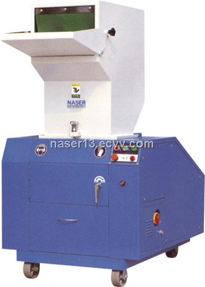 Automatic plastic soundproof crusher