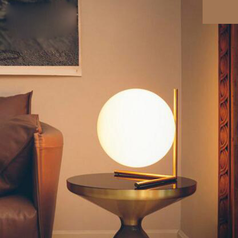 Post-modern ball glass lamp Nordic simple creative fashion warm bedroom decoration learning bedside lamp led fixture table lamp
