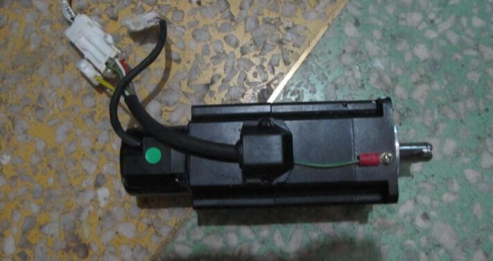 Servo Motor  P50B05020DCLBD 200W  , Used one , 90% appearance new  ,  3 months warranty , fastly shipping