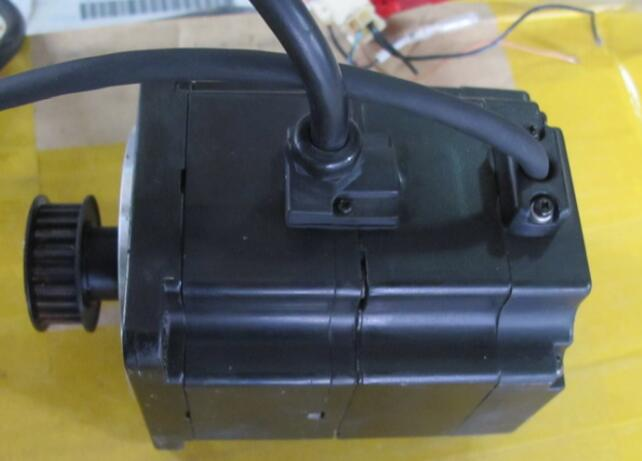 Servo motor SGMPH-02A1A-YR31 , Used one , 90% appearance new  ,  3 months warranty , fastly shipping