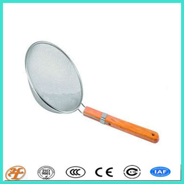 Stainless Steel Mesh Strainer with Wooded Handle