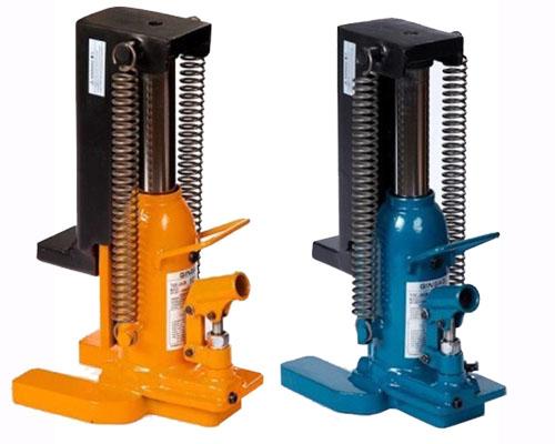 Bocks/ Jacks , Heavy Equipment Used in Construction