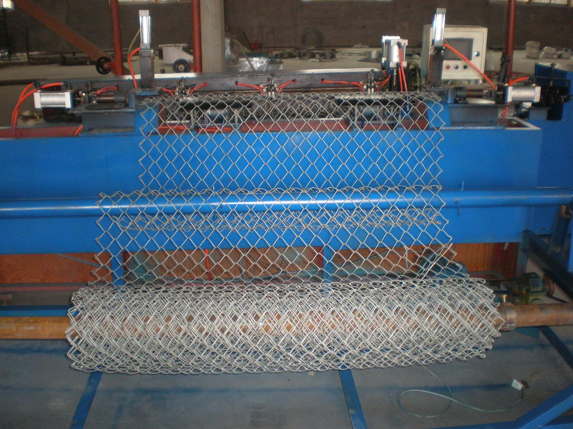Chain link fence weaving machine Chain Link Wire Mesh Knitting ...