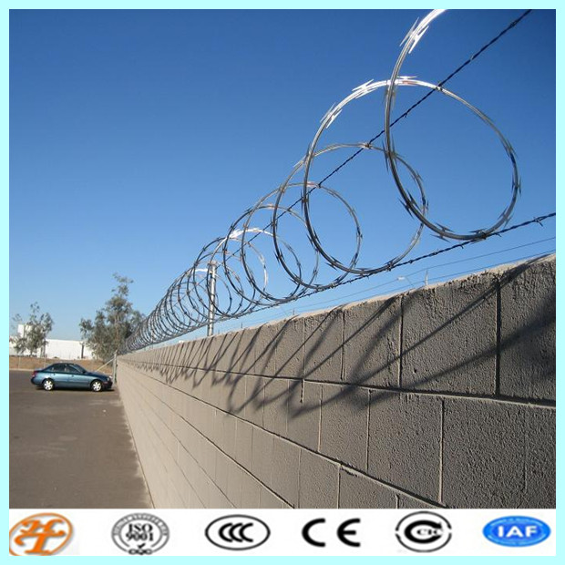 Price Stainless Steel Razor Ribbon Barb Wire purchasing, souring ...