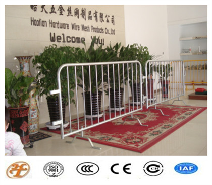 High Quality Crowd Control Barrier Safety Barricade With Bridge Feet