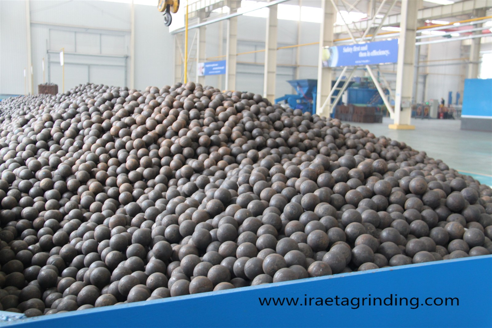 High chrome low chrome forged grinding media steel balls for mining cement plant