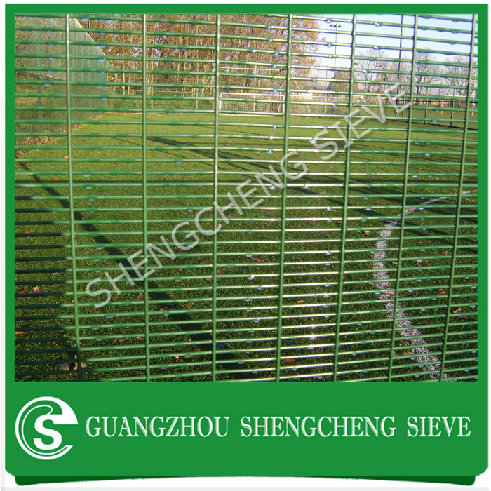 Heavy gauge welded wire mesh fencing high security anti-cut anti climb fence with razor barbed wire