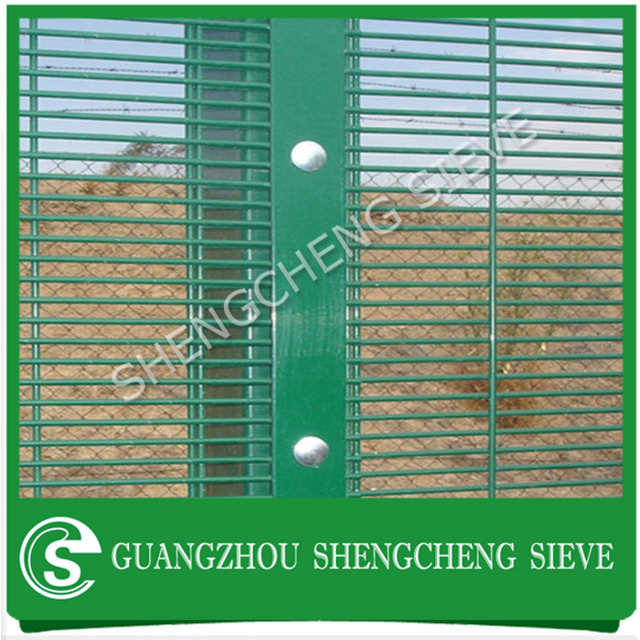 Heavy gauge welded wire mesh fencing high security anticut anti climb fence with razor barbed wire