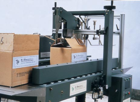 stacker and automatic packaging machine